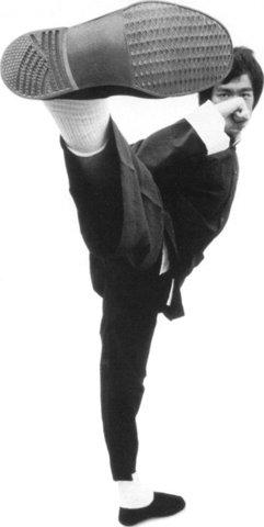 Bruce  Lee kicking