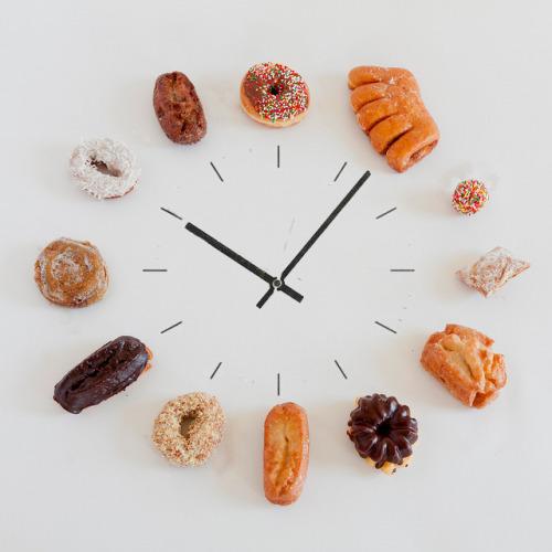pastry clock